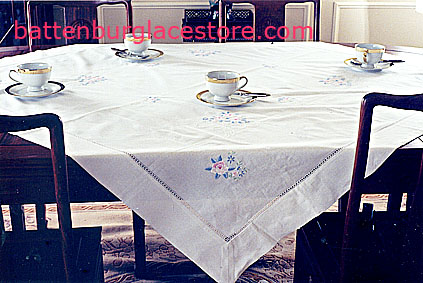 Square Tablecloth Irish Roses 36x36 inches.