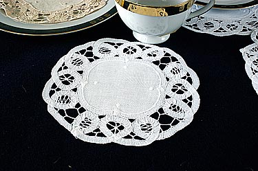 "Battenburg Lace Round. 8"" White. (6 pieces set)"