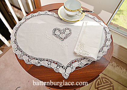Placemat. Southern Heart Style Cluny Lace Trimmings. Set of 4