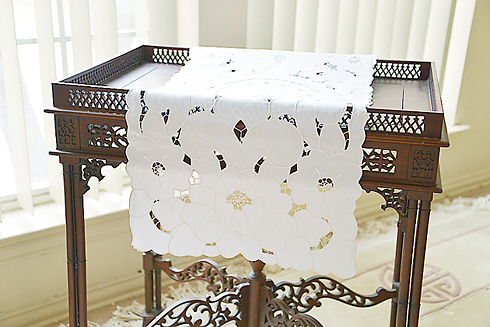 Table Runner Empress Embroidery