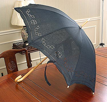 Black parasol. Plain. Hemstitched Trims. Cotton. 20 inch.
