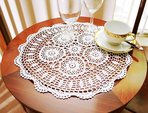 "Crochet Round Placemat. 14"" Round. White color. 4 pieces pack"