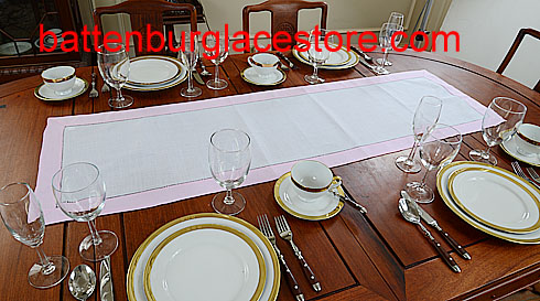 Table runner. White with Pink Lady. 16x72
