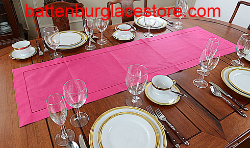 Table runner. Solid color. Raspberry Sorbet. 16x54